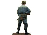 後ろから見た降下猟兵です。全くツヤのないアメリカーナ(トールペイント用塗料)が良い味をだしています。フィギュアの塗装には最適ですね。