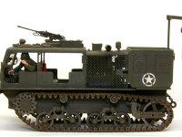 真横から見たM4ハイスピード・トラクターです。履帯は軟質プラのベルト式です。これを瞬間接着剤で転輪に固定してあります。米軍の車輌はあまり履帯がたれていませんからね。これでOKです。