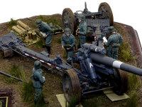 砲の側から撮影してみました。空を仰ぐ重榴弾砲は迫力満点です。