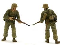 アフリカ軍団の歩兵です。矢弾が飛び交う中、おそるおそる前進しています。