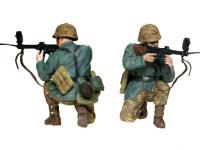 突撃銃の先端に緩やかにカーブした銃身を付けた曲射銃を構える兵士です。物陰に隠れ、プリズムを通して照準を付けます。本当に当たったんでしょうか?