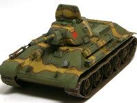 この型のT34はT34/76といって、7.6cm砲を搭載しています。この砲はラッチュバムとして恐れられた優れた対戦車砲で、奪ったドイツ軍もこぞって使ったそうです。