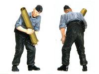 本当は7.5cm砲の砲弾を持っているはずの人です。薬莢だけとはいえ、12.8cm砲の薬莢はデッカイですからね。重そうです。