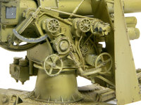 もっとも複雑な砲の操作部です。電源コードをソフトワイヤーで追加し再現しました。
