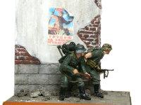 ソ連らしさを出すために、プロパガンダポスターを貼ってみました。