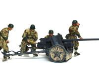 砲弾の初速は加速度だけでなく加速する時間も重要です。長い加速時間を稼ぐ為にこのように長い砲身が必要なんですね。