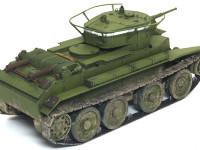 ソ連の戦車といえば真っ黒な排気管のイメージですが、BT-7はT-34のようにディーゼルエンジンじゃなくガソリンエンジンなのであまり汚しません。