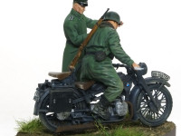 R-12オートバイは素晴らしいできで、精密であるだけで無く、パーツの合いも完璧です。