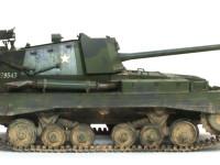 長砲身の17ポンド砲はドイツの重戦車を唯一打ち抜けたイギリス軍の対戦車砲です。長い砲身で高速の弾丸を撃ち出しました。