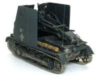 背の高い防盾が付いてはいるものの、もともと小さな1号戦車なので狭い戦闘室ですよね。