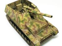 大きな砲身はアルミ製で、内部にはライフリングの溝も切られていますが、まるで見えませんね。