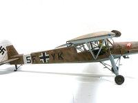 真横から見たシュトルヒです。ロンメル将軍がDAK(ドイツアフリカ軍団)を指揮するために使った機のマーキングです。