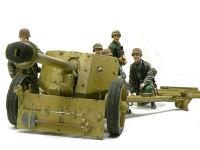 前から見たPak40と砲兵のみなさんです。戦車と比べると小さな大砲も、フィギュアを配置すると結構大きく見えます。というか実際は大きいですよね。一抱えもある砲弾を撃ち出すのですから。