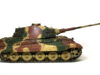 長砲身71口径長の8.8cm砲Kwk43L3が勇ましいですね。主砲はバネで駐退します。
