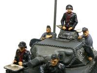 箱絵では5人とも違う服に塗るように指示があるのですが、大戦初期ということもあり、全員おそろいの黒服にしました。