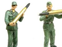 ドイツ自走砲兵セットVol.2の装填手二人です。今から思うと、弾を込めている人の右手は下から添えた方が良かったですね。