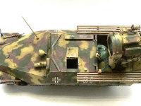 真上から見たSd.kfz.251/20 ウーフーです。車体の両脇に木でできたデッキがつくのですが、これはなんのためについていたのでしょうね?