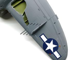 主翼裏側のデカール