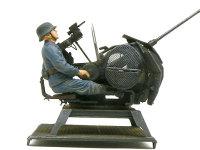 2cm対空砲兵の砲手です。さすがはドラゴンの純正キット同士です。接着剤なしできっちりと座っています。まったくずれませんよ。