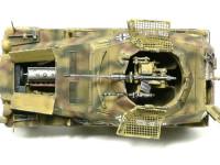 真上から見たSd.kfz250/9です。20mm砲とエンジンが見えます。せっかく作ったインテリアは20mm砲の椅子しか見えません。(T_T)人が良くさわる砲塔の周辺はチッピングを派手にしてあります。もちろん20mm砲もね。