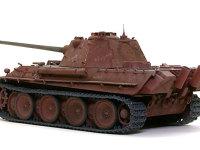 斜め後ろから見たパンターF型です。パンター戦車は後ろ姿がカッコいいですね。シンプルな斜面で構成されたデザインは、T34のパクリとはいえ、こちらの方が美しいですね。