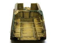 通常ですと戦闘室ということになるのでしょうが、グリレでは砲は降ろして使うため、ここは積載室です。クルーが乗り込むための椅子が7つ並んでいますが、砲弾ラックはありません。