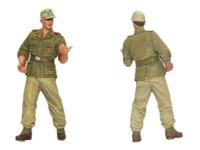 こちらは砲兵さんです。肩章の兵科カラーは赤です。上着はあまり退色していませんが、ズボンは退色したように塗装しました。