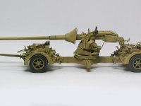 真横から見た、Pak43/3です。こうしてみると、思いっきり長い主砲が牽引しているトラックに当たりそうですよね。