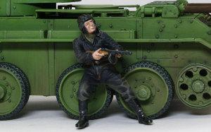 ソビエト戦車兵・脱出! 最初に脱出して援護射撃をする兵士