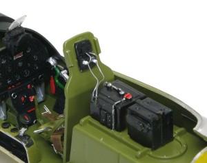 P-51Dマスタング4 空中線の基部をでっち上げ