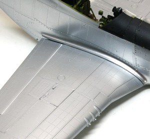 P-51Dマスタング4 主翼は銀塗装、胴体は無塗装