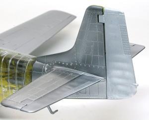 P-51Dマスタング4 ラダーは布張りなのでツヤを押さえて