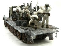 後ろから見た写真です。5人の兵士のポーズがかっこいいですよね。大砲のキットは大勢人形が付いてくるから好きです。