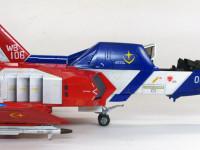 コクピットに比べると翼は胴体がかなり小さめです。一歩間違うとかなり不格好になるプロポーションをうまくまとめています。飛べるかどうかはともかく素晴らしいデザインですね。