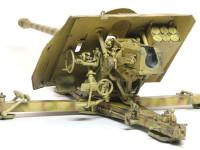 この角度から見ると精密に再現された砲の操作部がよくわかります。苦労が報われるのが大砲キットのいいところですね。