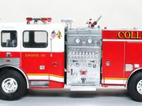 日本の消防車と違い赤白のツートンカラーです。シルバーと合わせて3色になるので、マスキングをしながら順次塗り進めました。