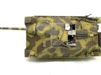 真上から見たヘッツァー駆逐戦車です。OVMはすべてエッチングパーツで取り付けられています。そのおかげで、塗装してから取り付けることができました。