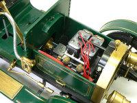 ビアンチ・モデル1907のエンジンです。直列4気筒OHV5000ccエンジンは、冷却ファンが回り、バルブロッドが上下するのが見えます。キャブレターの吸気口には模型屋さんでいただいた金網をかぶせました。