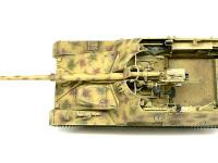 真上から見た自走砲ナスホルンです。こうしてみると71口径の88mm砲の大きさが際だちますね。これを戦車に乗せようと思うと、確かにキングタイガーやエレファントのサイズになるはずです。