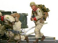 ヨシフ・ボロダエフ一等特技兵です。背中に2発のリジーナ誘導弾を背負っています。