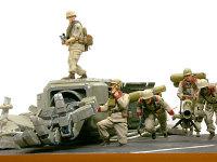 リジーナを持った2人の兵士はともに片足立ちで、躍動感のあるポーズはカッコいいのですが、組み立てるのにとんでも無く苦労しました。