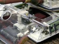 操舵装置と変速装置です。一番前に積まれた砲弾は成型炸薬弾です。