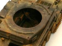 エンジン以外は全て再現されているキットです。これで中が見えるように作ってもへっちゃらですね。無線機がラックから落ちてすっころがっています。