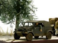 キューベルワーゲンにはエンジンを吹かすためにドライバーが乗っています。作業をしている戦車兵の合図を待っています。