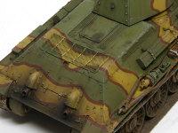 T-34のエンジンはディーゼルエンジンだったため、排気管の周囲はけっこう汚れたでしょうね。