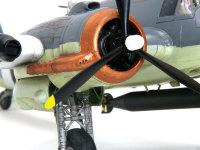 エンジンと主脚の部分です。カウリングの先端部分は集合排気管になっており、排気をここで冷却します。