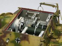 真っ白なインテリアにダークグリーンの砲弾が良く映えます。砲弾は片側6発ずつの12発搭載できました。