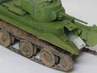 クリスティー戦車譲りの操舵装置はタイヤ走行を可能にしているのですが、そこが脆弱になる為やられてしまいました。