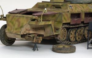 Sd.kfz.250/1ノイ をジャッキアップ