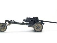 重量1tのPak38は補助輪を付けることで人力での移動が可能でした。砲身を前にして押したようです。